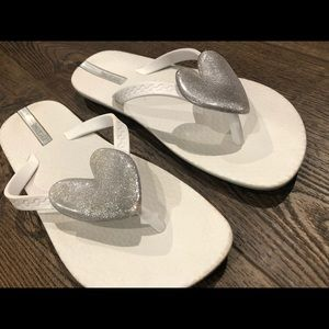 Ipanema flip flops white with heart